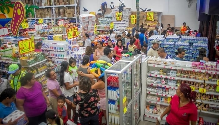 Grocery shopping in Antigua Guatemala: The supermarket