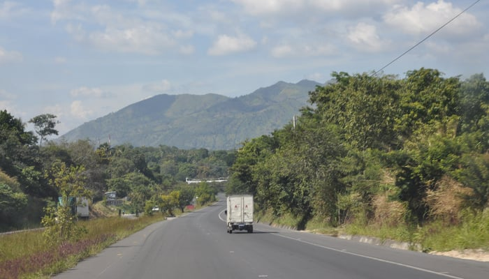 Roads in Central America: On the road in El Salvador