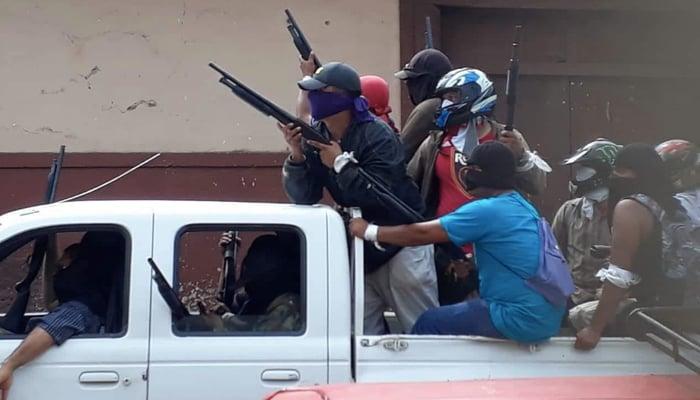 Crisis in Nicaragua: Armed paramilitaries in pickup truck