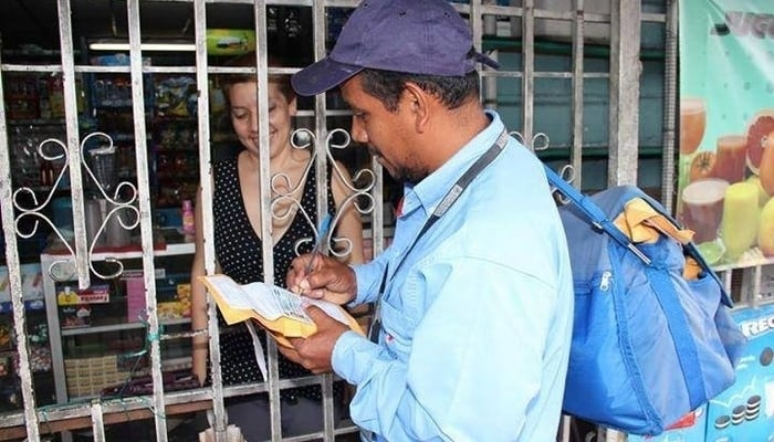 The post office in El Salvador: Mailman delivering a package
