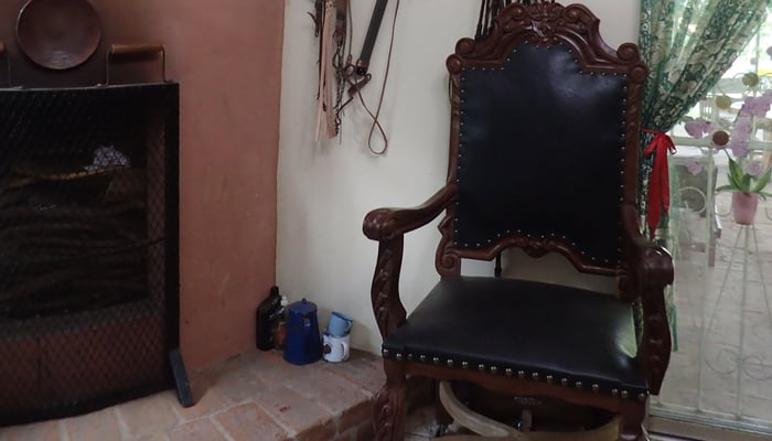Art in Nicaragua: Bishop's chair made by Danny Carranza / Pat Werner