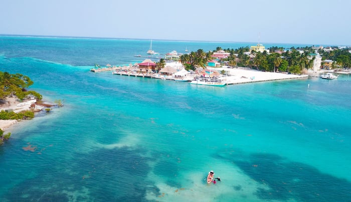 Feeding the hungry in Caye Caulker, Belize | centralamerica.com