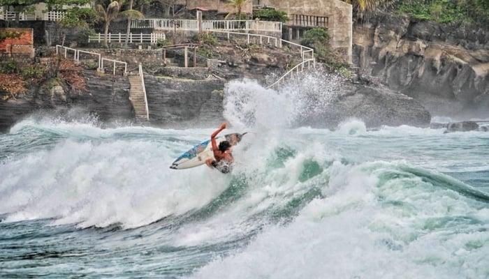 Surf City El Salvador / Photo credit to Eddie Galdamez