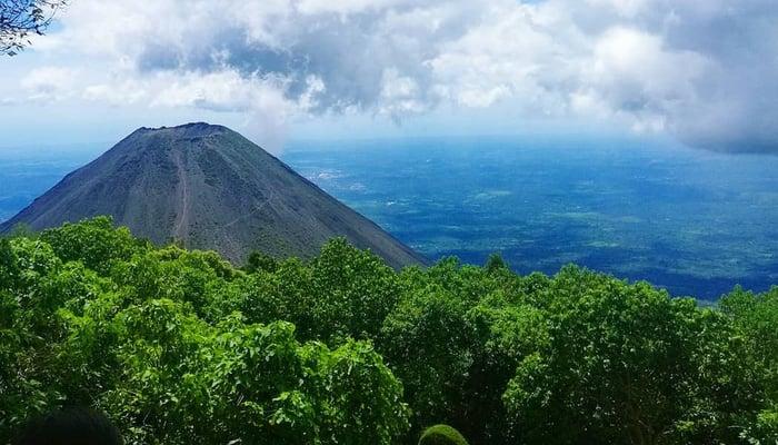 Volcanoes in El Salvador / Photo credit to Eddie Galdamez