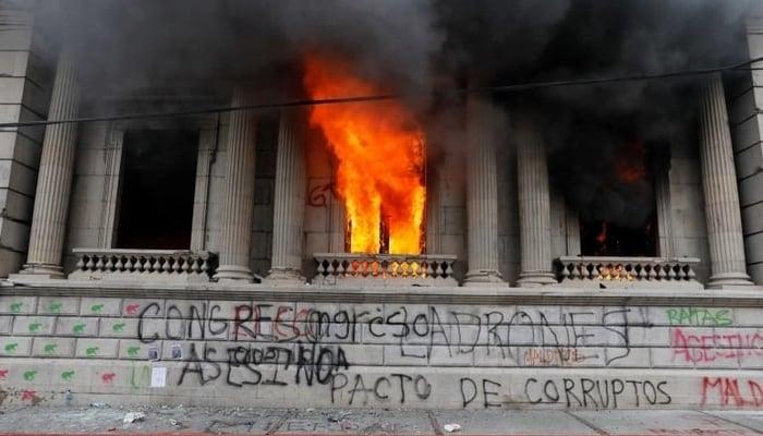 Guatemala political crisis / Radical Graffiti Facebook Page